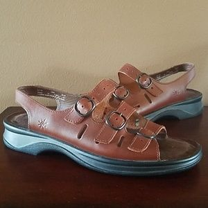 7333336c3277 Clarks. Like New CLARKS~ Springers Brown Leather Sandal
